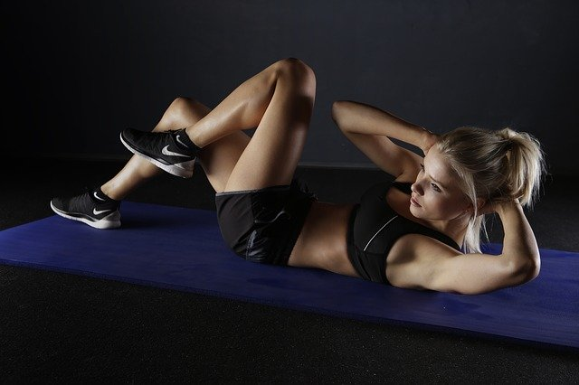 Lady doing crunches